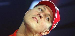Problemi di torcicollo anche per Michael Schumacher. Archivio