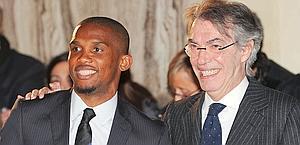 Samuel Eto'o e Massimo Moratti. Ansa