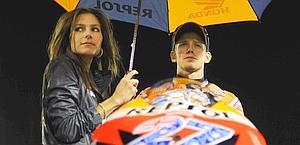 Casey Stoner con la moglie Adriana, che lo renderà padre.