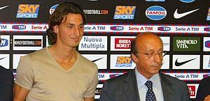 Zlatan Ibrahimovic e Luciano Moggi il 1 settembre 2004. LaPresse