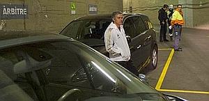 Mourinho nel parcheggio del Camp Nou. El Mundo Deportivo