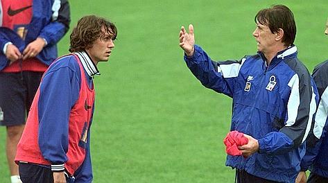 Nel 1998 Maldini è c.t. dell'Italia dove gioca il figlio Paolo