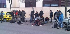 La stampa in attesa davanti a casa Contador
