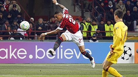 Kevin Prince Boateng scocca il destro vincente contro l'Arsenal. Reuters