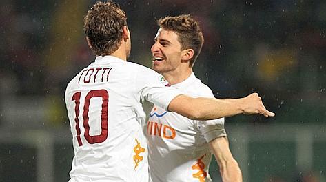 Totti e Borini festeggiano il vantaggio al 3'. LaPresse