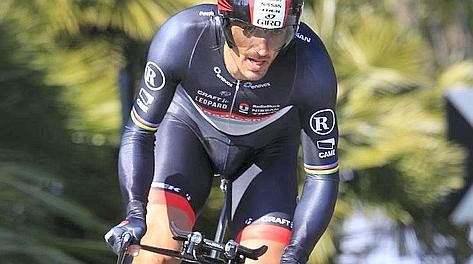 Fabian Cancellara in azione nella crono. Bettini