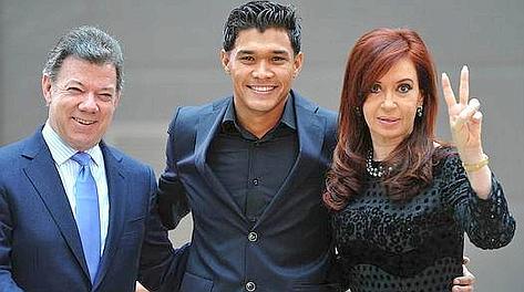 Teofilo Gutierrez, Cristina Kirchner e Juan Manuel Santos, presidente colombiano