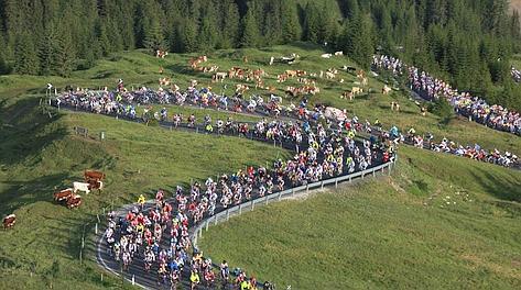 Una fase della Maratona delle Dolomiti, connubio vincente di sport&turismo