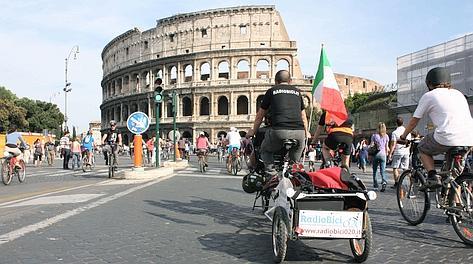 Il corteo davanti al Colosseo