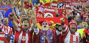 Fanno festa i supporter dell'Atletico Madrid. LaPresse