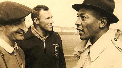 Leggende: Edoardo Mangiarotti (a sinistra) e Jessie Owens.