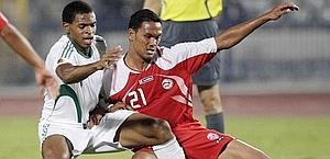 Alvin Tehau, con la maglia rossa di Tahiti