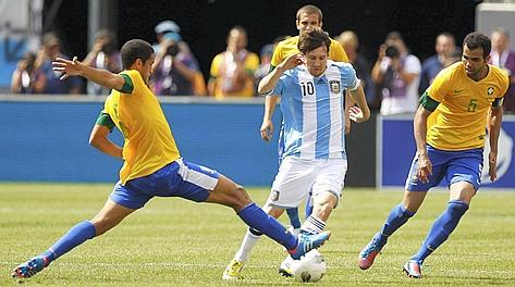 Leo Messi, imprendibile per i difensori brasiliani. Reurers
