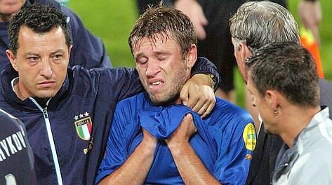 22 giugno 2004: Cassano esce dal campo disperato dopo Italia-Bulgaria. Ansa