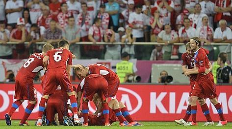 La gioia dei cechi e sullo sfondo la delusione del pubblico polacco. Afp