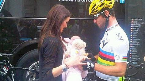 Cavendish con Peta Todd e la piccola Delilah alla partenza