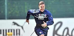 Mattia Destro in allenamento al centro tecnico di Coverciano. Ansa