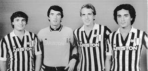 Ceare Prandelli (a sinistra) con la maglia della Juve. Archivio
