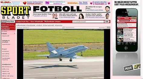 La home page di Aftonbladet con la foto dell'aereo con a bordo Ibra mentre decolla per Parigi. Gasport