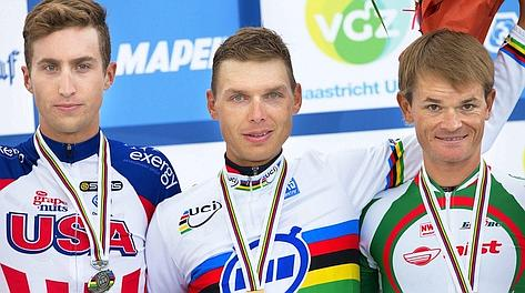 Tony Martin sul podio con Taylor Phinney e Vasil Kiryienka. Ansa