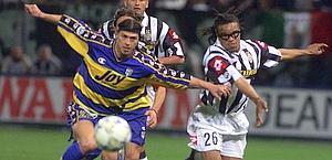 Almeyda ai discussi tempi del Parma in uno scontro con l'amico-nemico Davids. Ansa