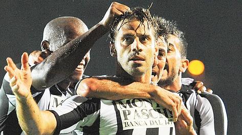 Emanuele Calaiò festeggia il gol partita. Ansa