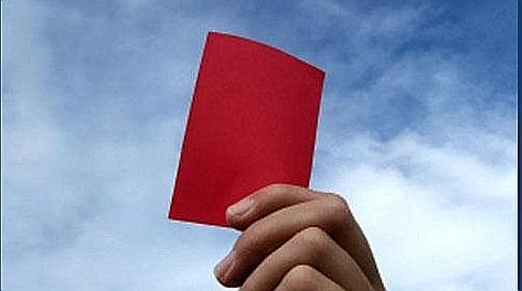 Cartellino rosso stavolta per un guardalinee. Reuters