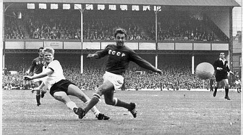 Haller a segno in Germania Ovest-Urss 2-1 nel Mondiale del 1966