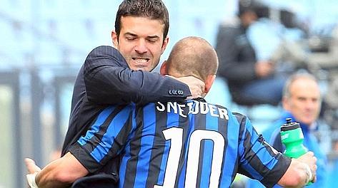 L'abbraccio tra Strama e Sneijder. Archivio