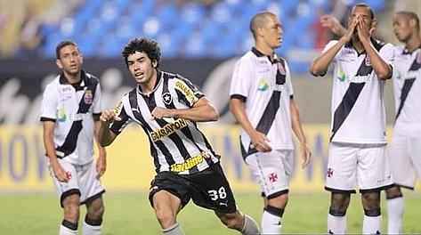 Bruno Mendes, stellina del Botafogo. Theobald
