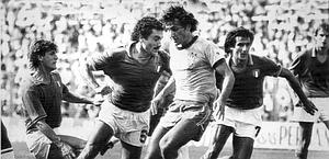 Zico marcato da Gentile il 5 luglio 1982