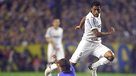 Paulinho, 24 anni, in azione al Corinthians dal 2010. Reuters