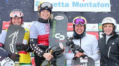 Raffaella Brutto, prima da sinistra, sul podio di Montafon. Fis