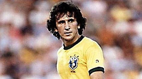 Zico con la maglia del Brasile nel 1982