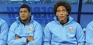 Hulk e Witsel sulla panchina dello Zenit. Reuters