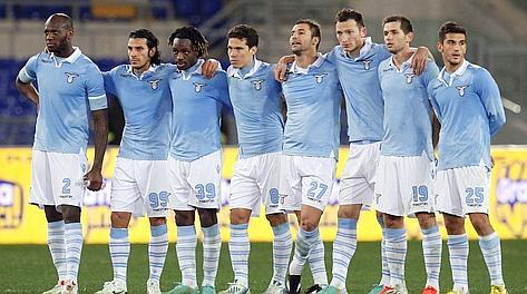 I giocatori della Lazio in attesa dei calci di rigore. Eidon