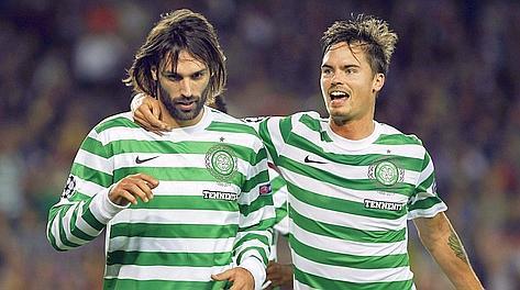 Giorgos Samaras, 27 anni, e il compagno di squadra Michael Lustig. Epa
