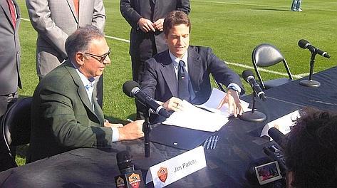 Il presidente James Pallotta si prepara alla videoconferenza con il costruttore Luca Parnasi