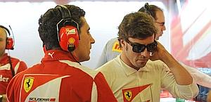 Fernando Alonso in the pits. Colombo