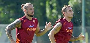 Daniel Pablo Osvaldo and Francesco Totti in training. Ansa