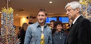 Francesco Totti e Gianni Rivera insieme nel 2010. Ansa