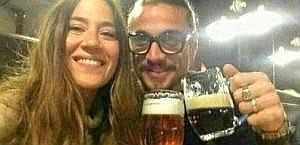 Osvaldo e la sua compagna Jimena Baron in gita a Praga