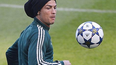 La rifinitura di Cristiano Ronaldo a Old Trafford. Afp