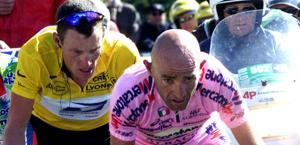Lance Armstrong e Marco Pantani sul Ventoux nel 2000. Reuters