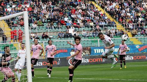 Osvaldo in azione sabato a Palermo. LaPresse