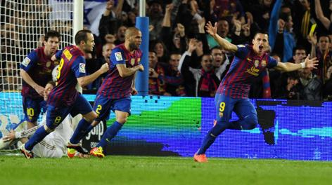 Alexis Sanchez (a destra) esulta dopo un gol.  Afp