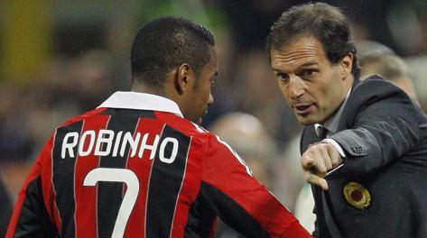 Massimiliano Allegri parla con Robinho. Reuters