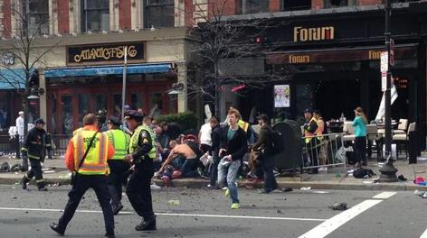 Prime immagini choc da Boston: tantissimi i feriti