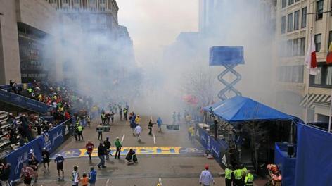 La prima esplosione al traguardo della maratona