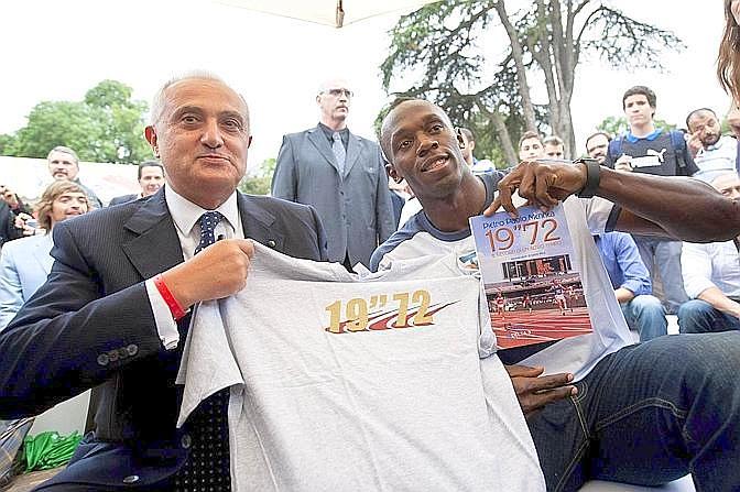 Smessi i panni dell'atleta, Mennea è stato è stato un politico e avvocato italiano. Ecco con Usain Bolt
